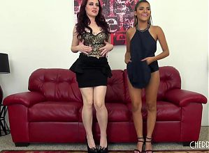 Jessica and Josie FUCKING LIVE